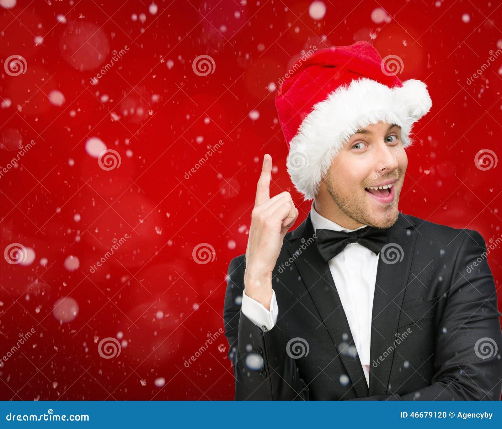 Uomo d affari che indossa i gesti di attenzione del cappuccio di Santa Claus