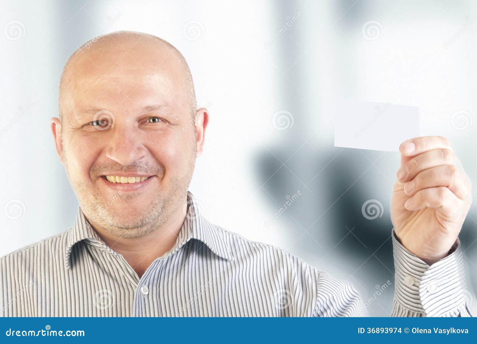 Download Uomo D'affari Che Tiene Un Biglietto Da Visita In Bianco Fotografia Stock - Immagine di nero, businessman: 36893974