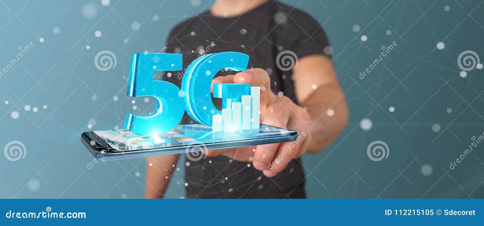 Uomo d affari facendo uso della rete 5G con la rappresentazione del telefono cellulare 3D