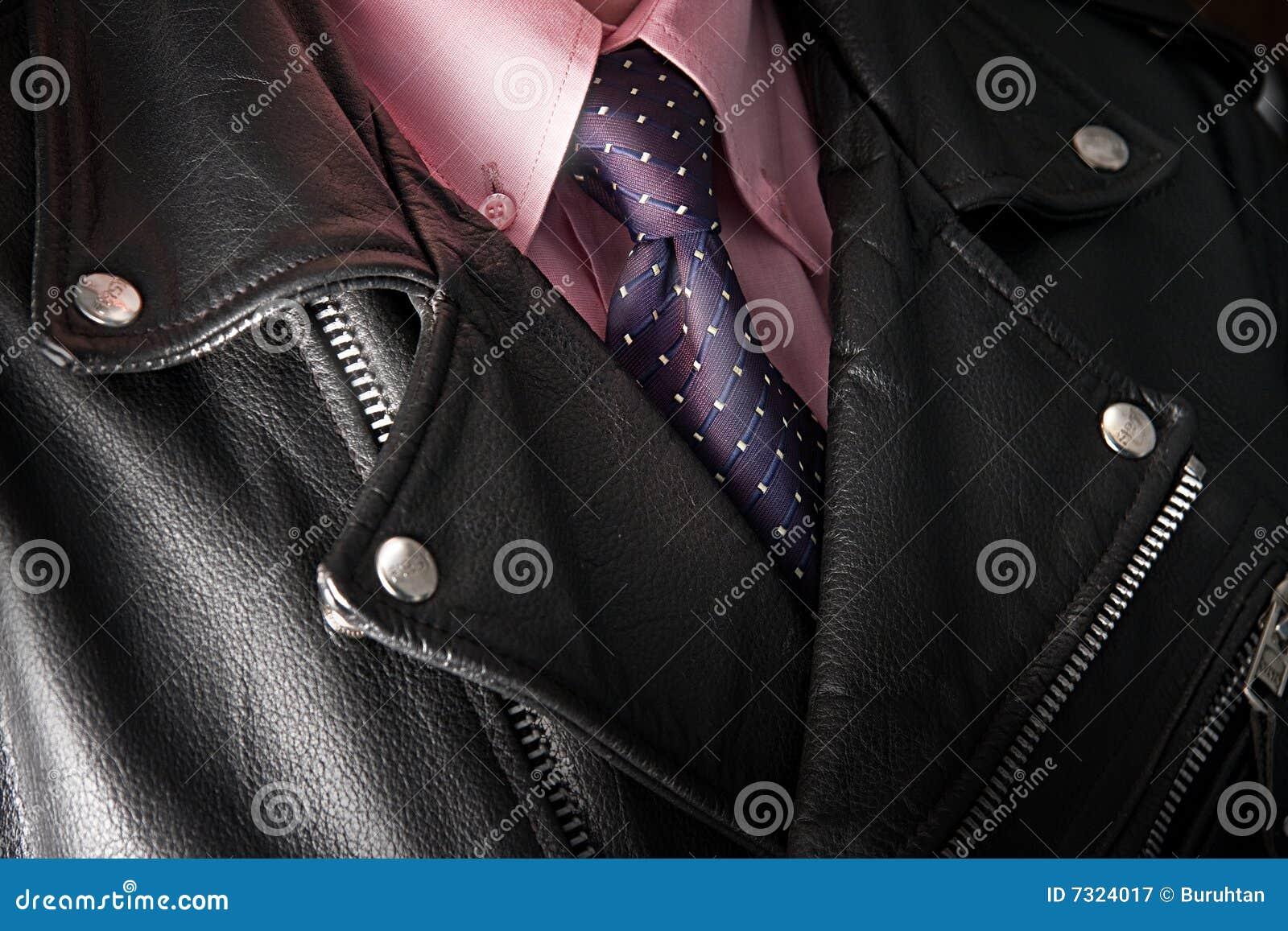 Uomo d affari in rivestimento di cuoio