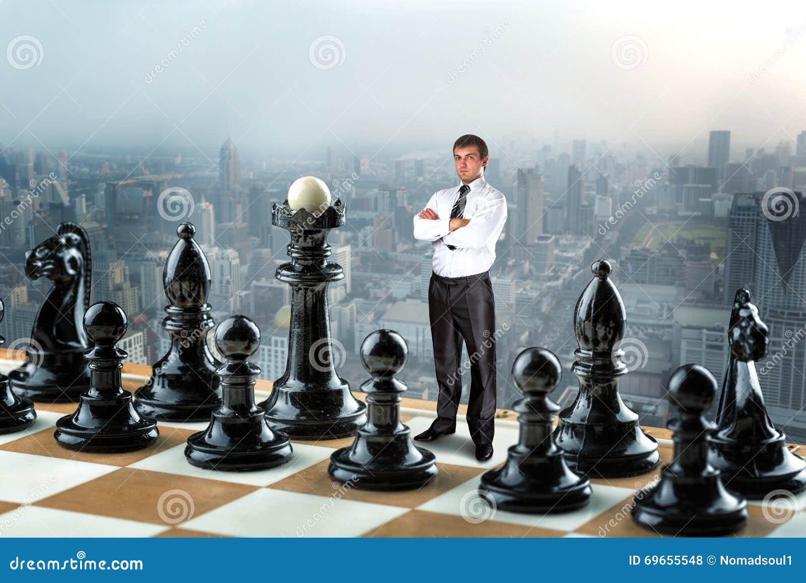 Uomo d affari sulla scacchiera