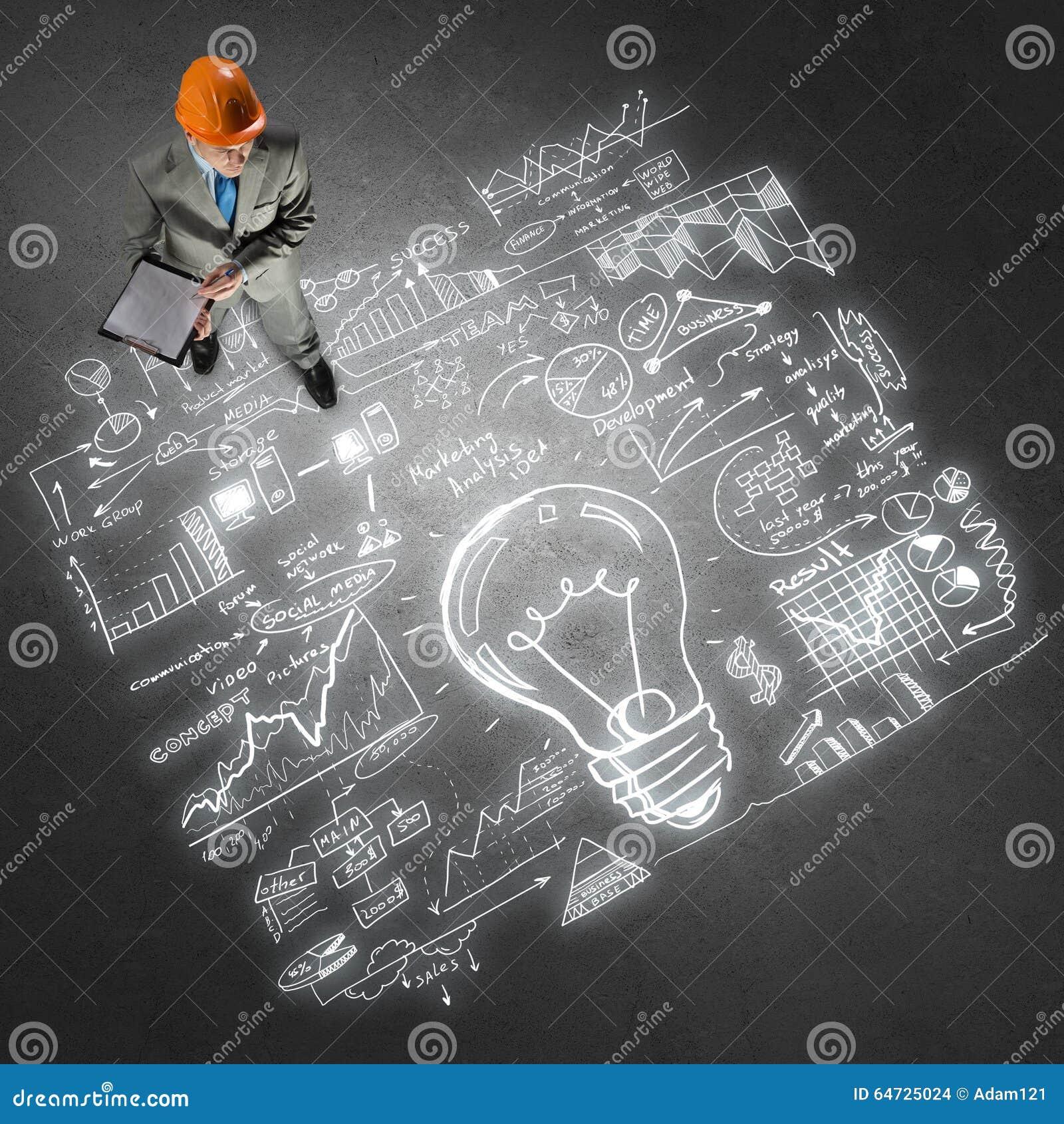 Uomo dell ingegnere e la sua strategia aziendale