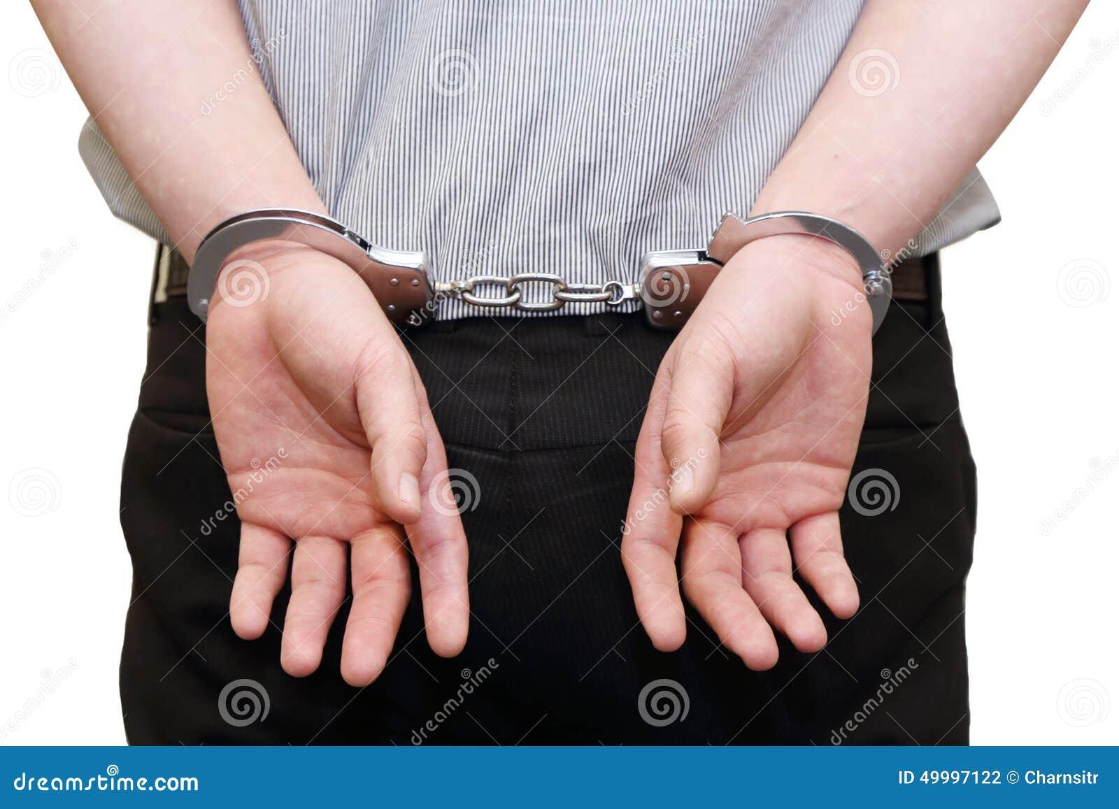 Uomo di affari arrestato con le manette sul suo indietro