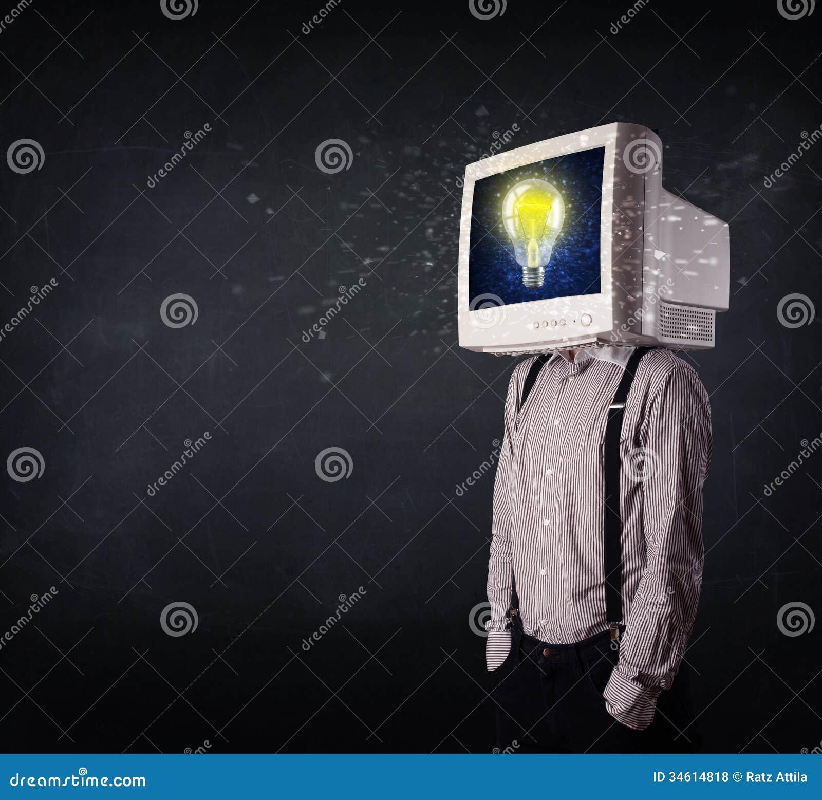 uomo lampadina : Uomo di affari con una lampadina della testa e di idea del monitor del ...
