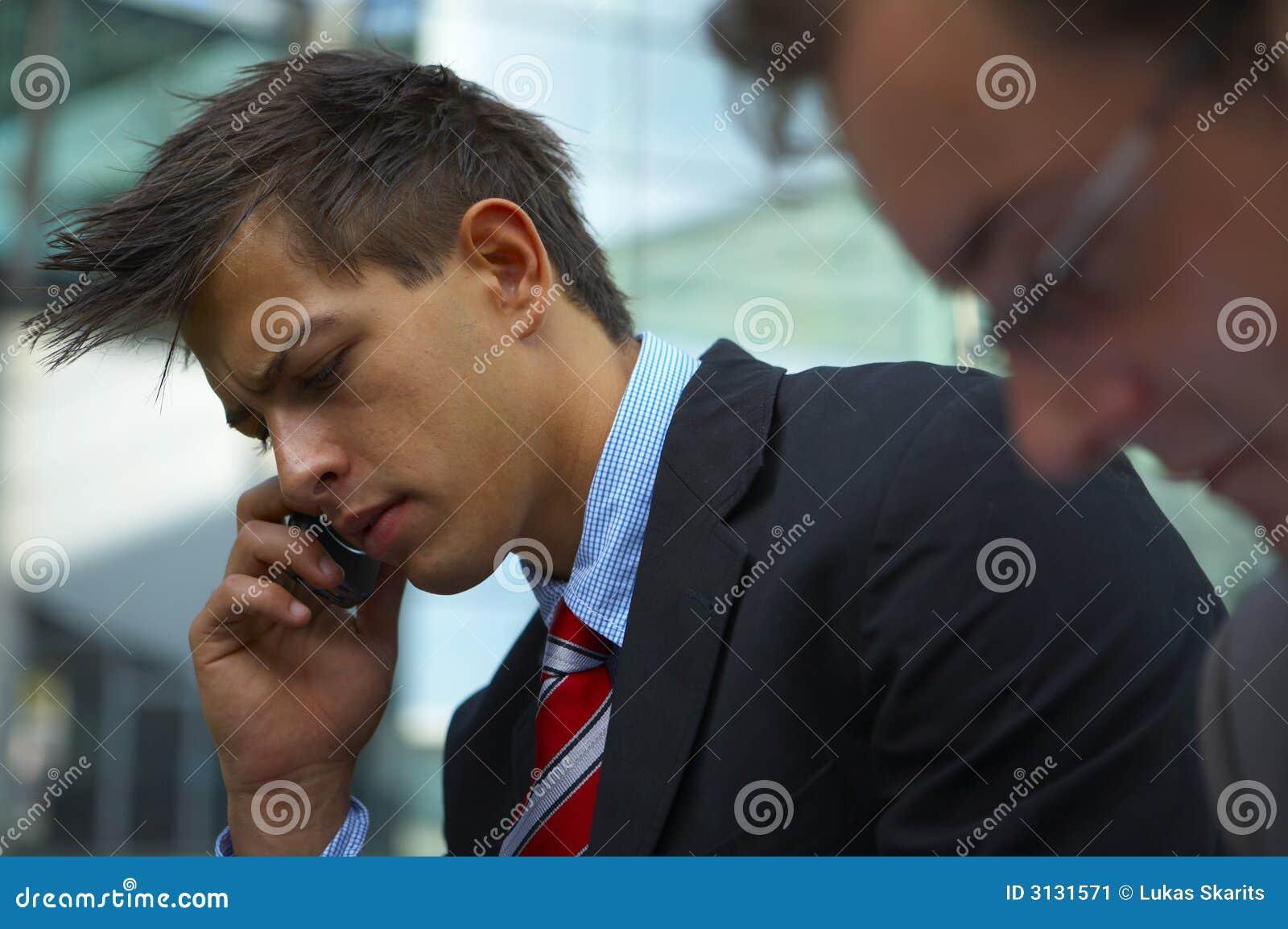 Uomo di affari sul telefono