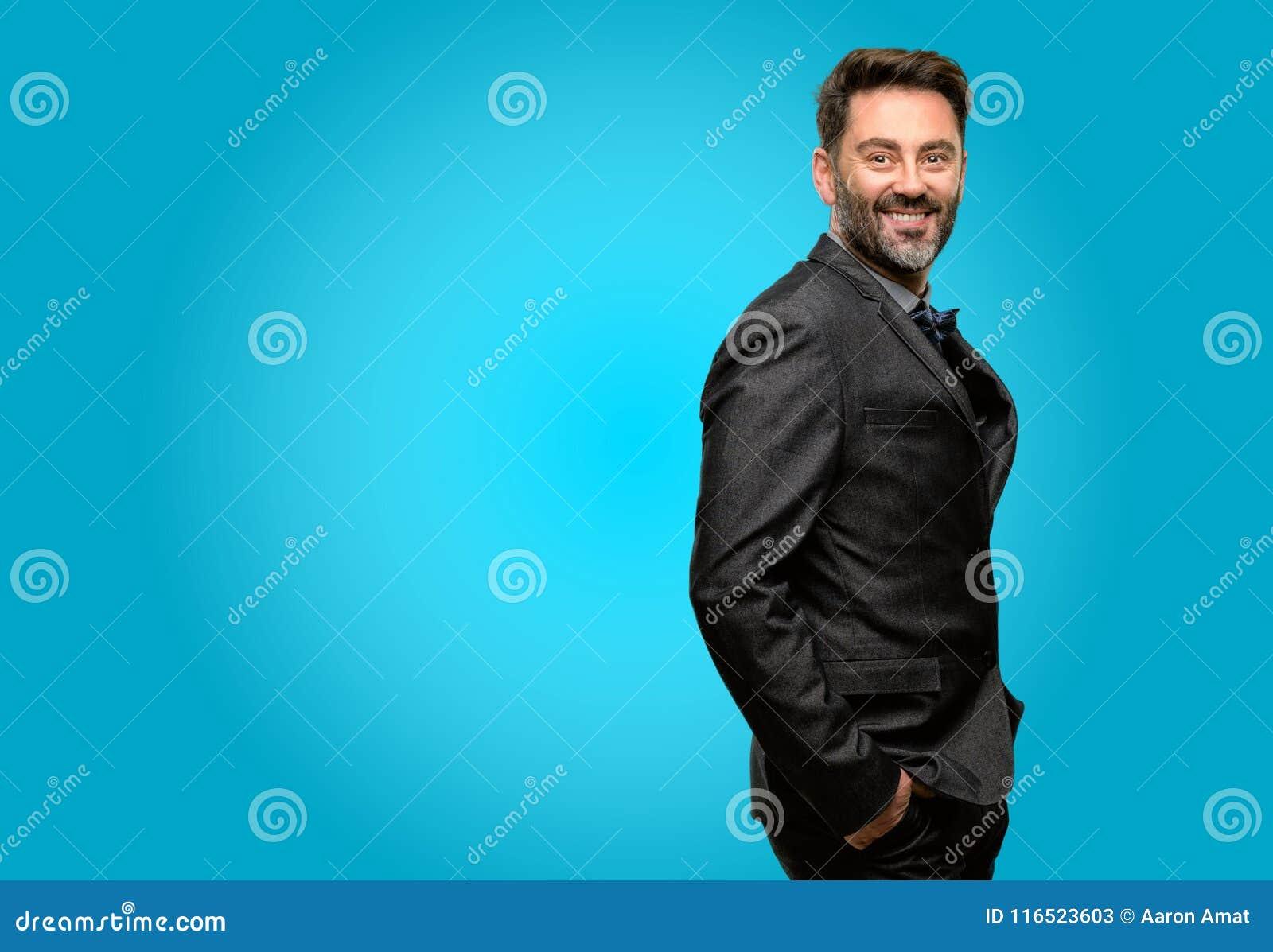 Uomo di medio evo che indossa un vestito