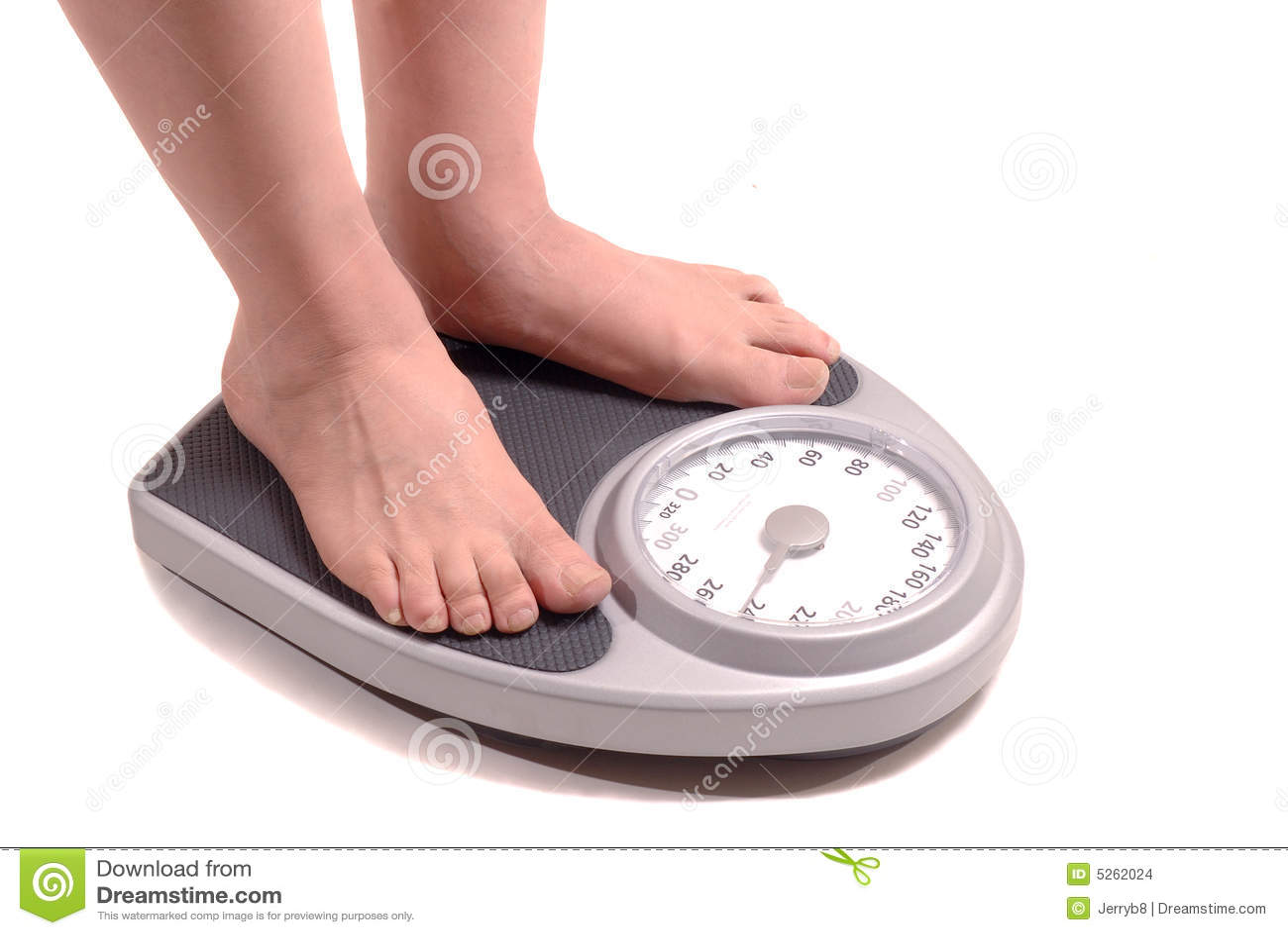 Uomo di peso eccessivo sulla scala