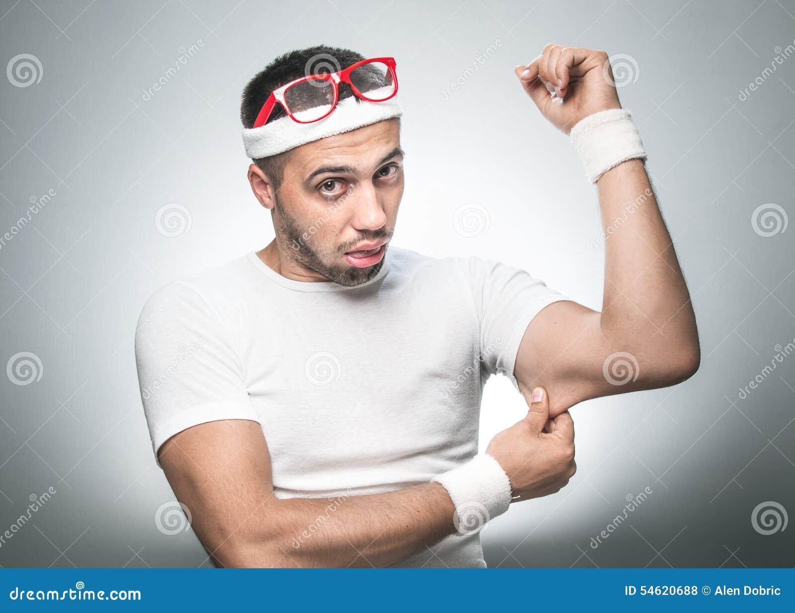 Uomo divertente di sport