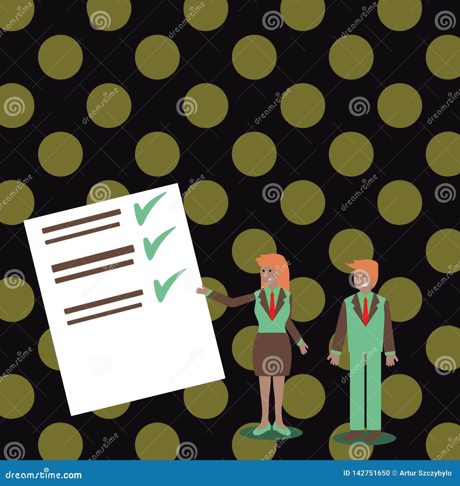 Uomo e donna sicuri in vestito che sta, Gesturing e presentante rapporto di dati sul bordo di colore creativo
