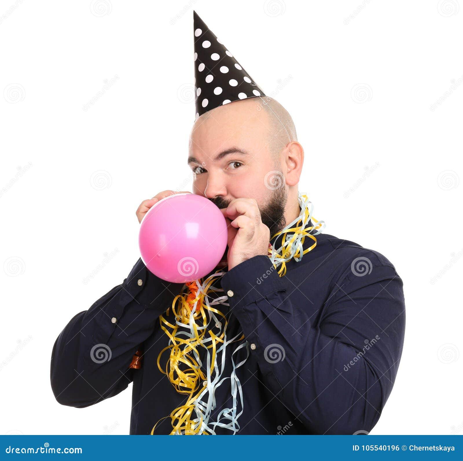 Uomo Grasso Divertente Con La Decorazione Di Compleanno Che