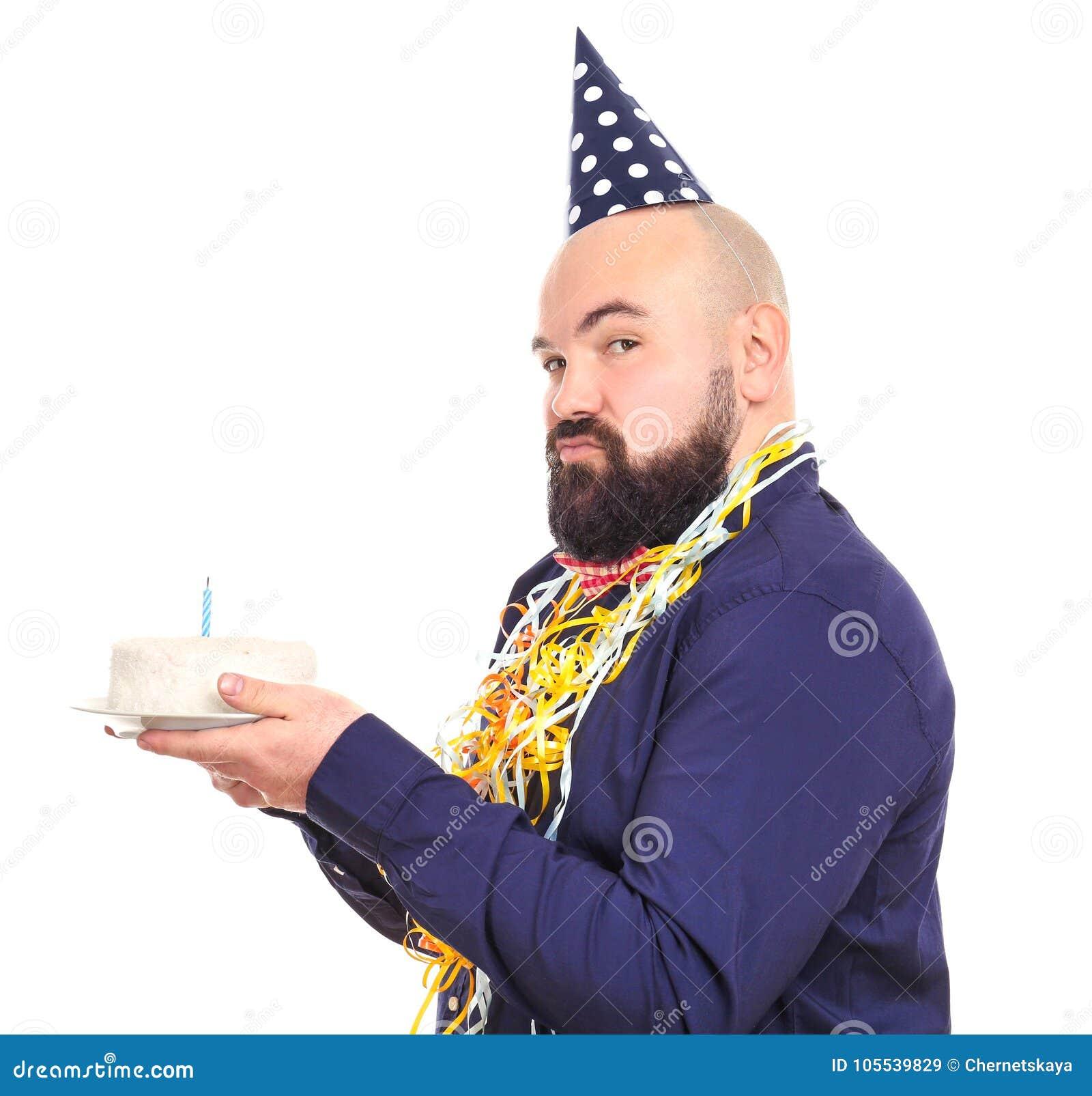 Uomo Grasso Divertente Con La Torta Di Compleanno Su Fondo
