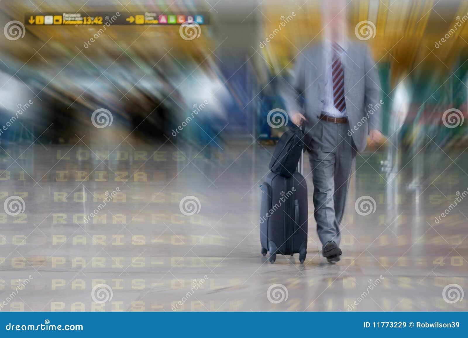 Uomo internazionale di affari nell aeroporto