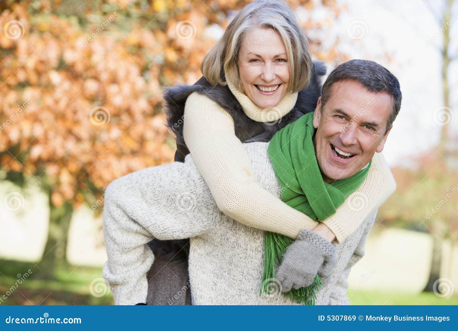 Download Uomo maggiore e donna immagine stock. Immagine di femmina - 5307869