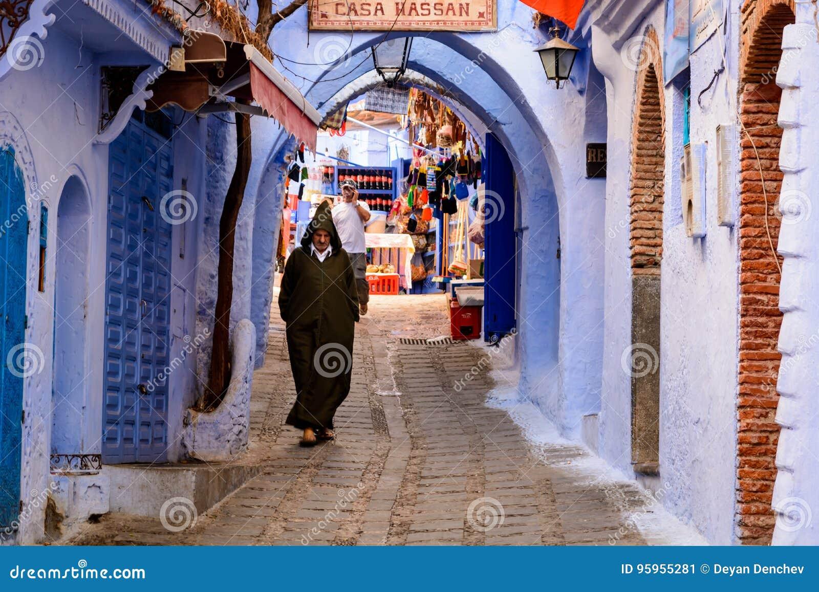 Uomo Marocchino In Abbigliamento Tipico Fotografia Editoriale ... 7d81f6fd8c8