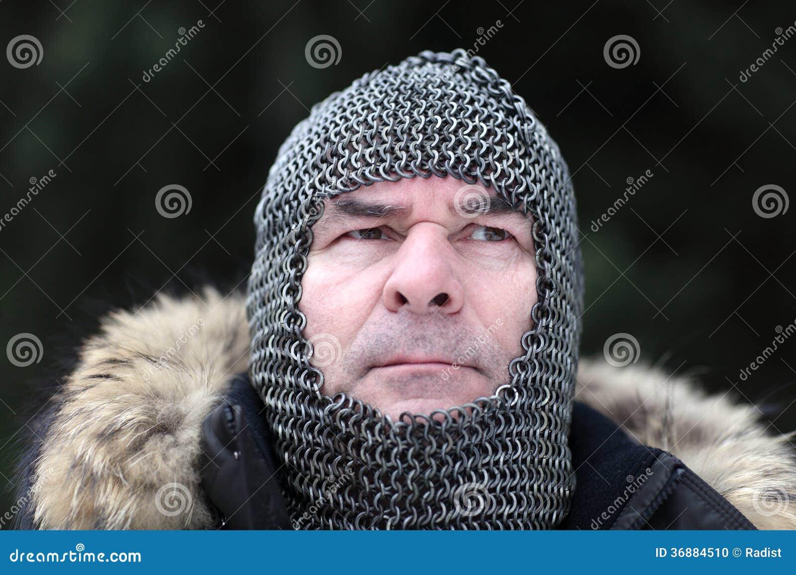 Download Uomo Maturo Che Posa In Armatura Fotografia Stock - Immagine di combative, caucasico: 36884510