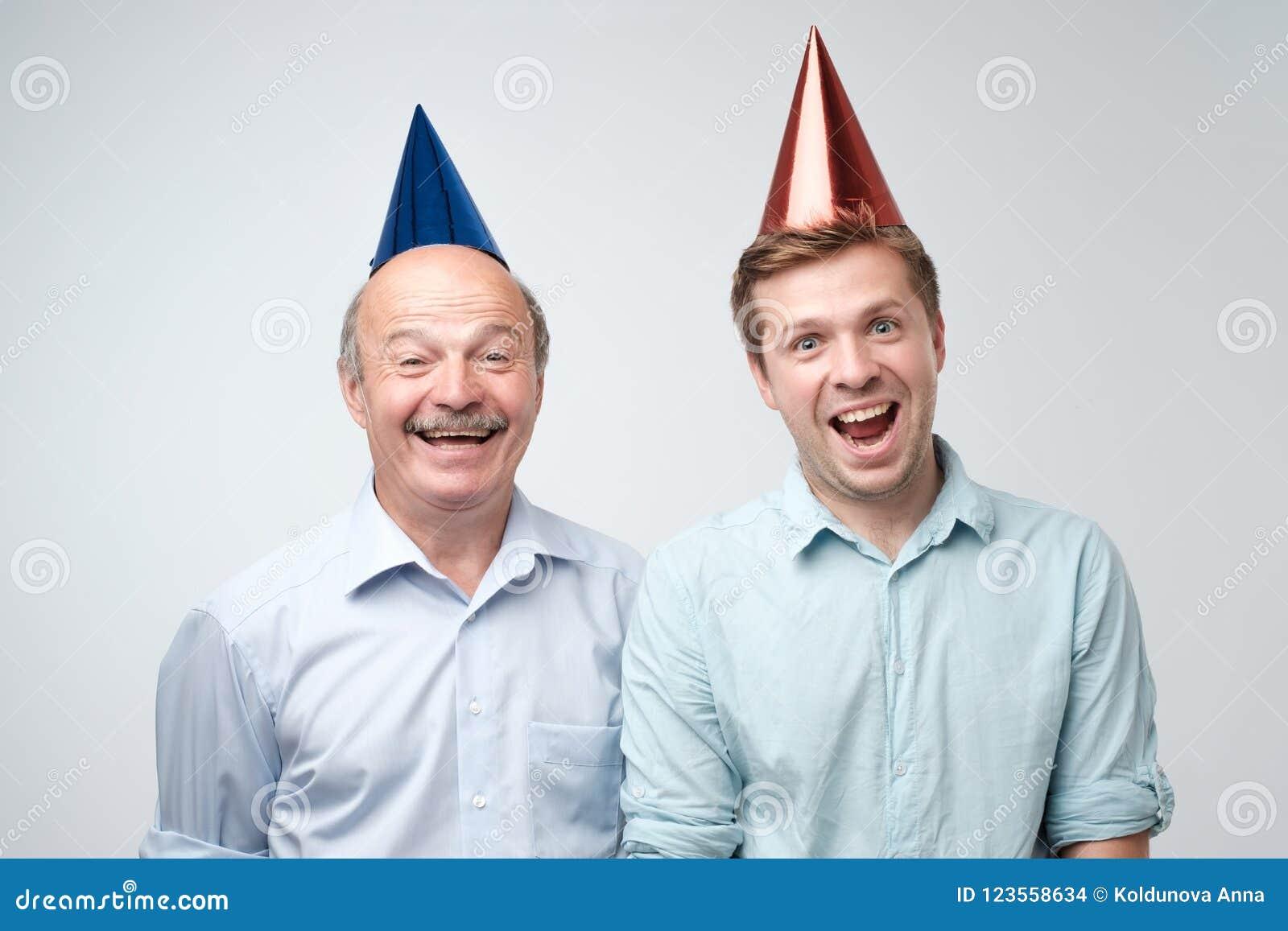 Uomo Maturo E Suo Giovane Il Figlio Che Celebrano Buon