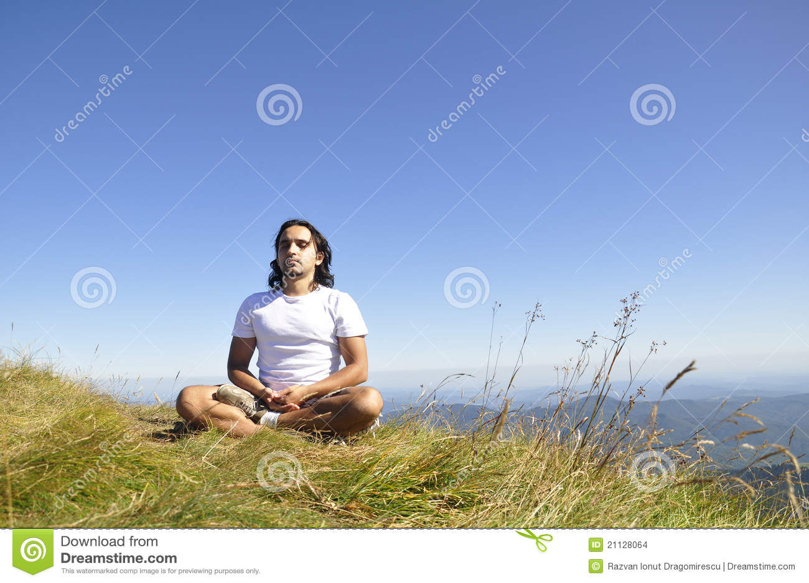 Immagini stock: uomo meditating di yoga