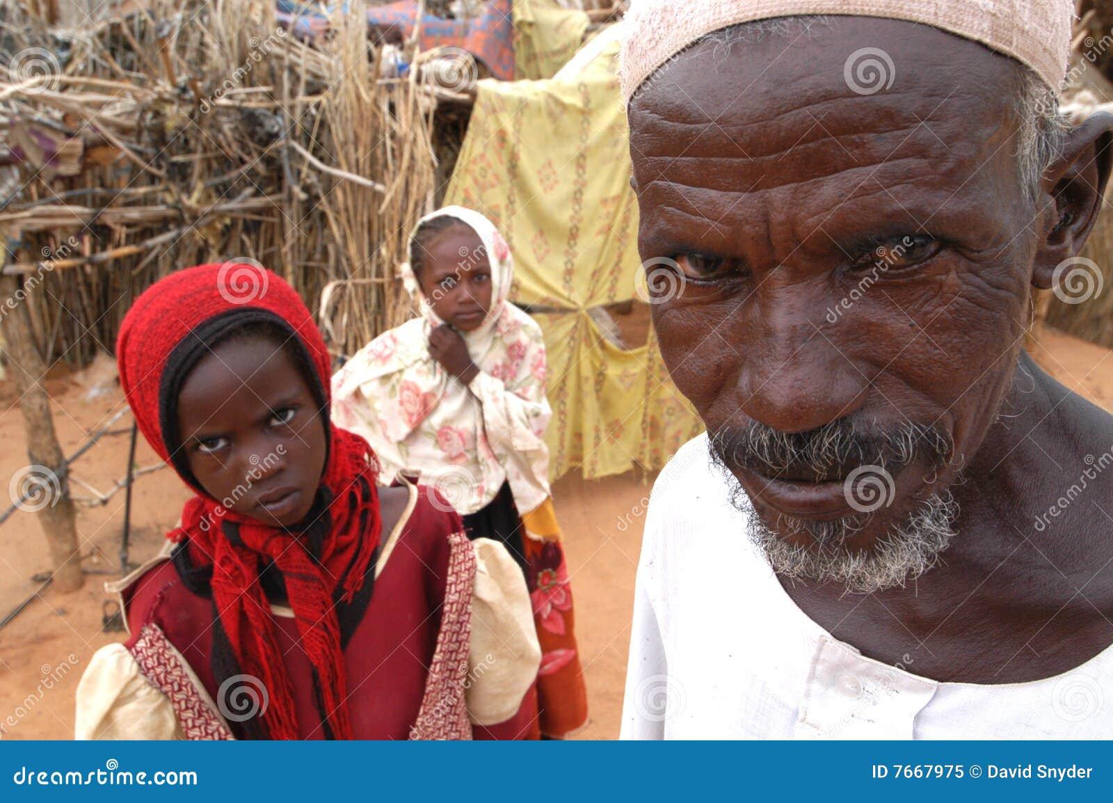 Uomo musulmano nell accampamento del Darfur