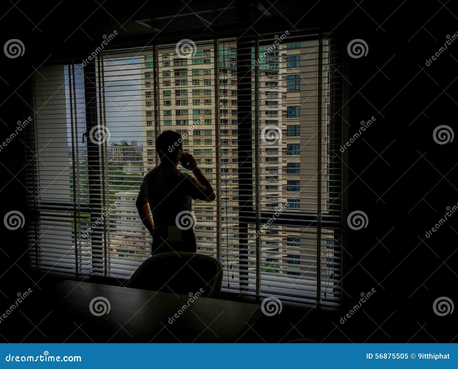 Uomo nelle ombre