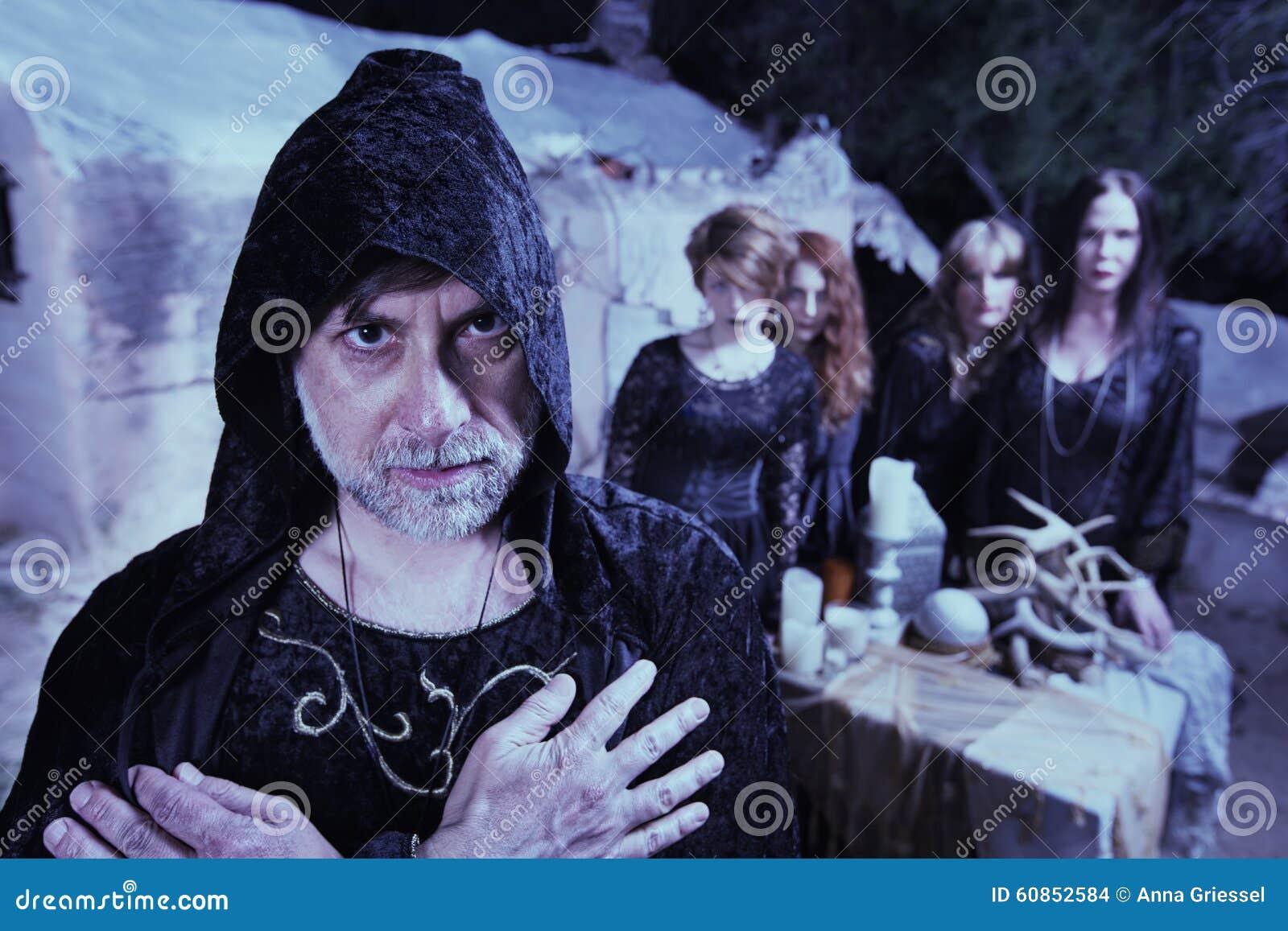 Uomo occulto con le donne