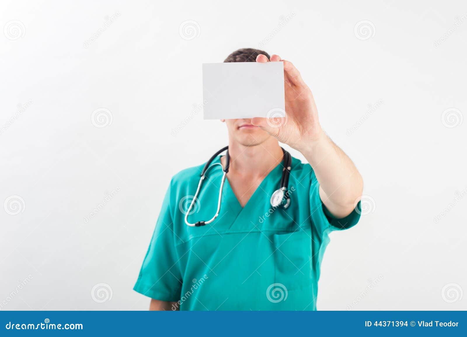 Uomo in uniforme medica