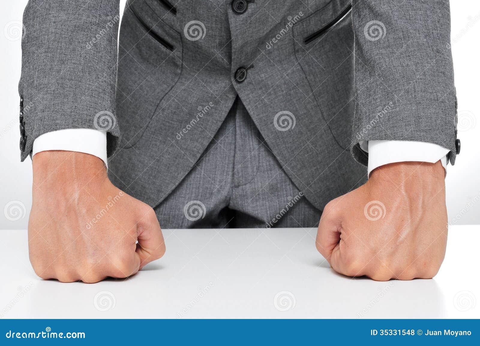 Uomo in vestito
