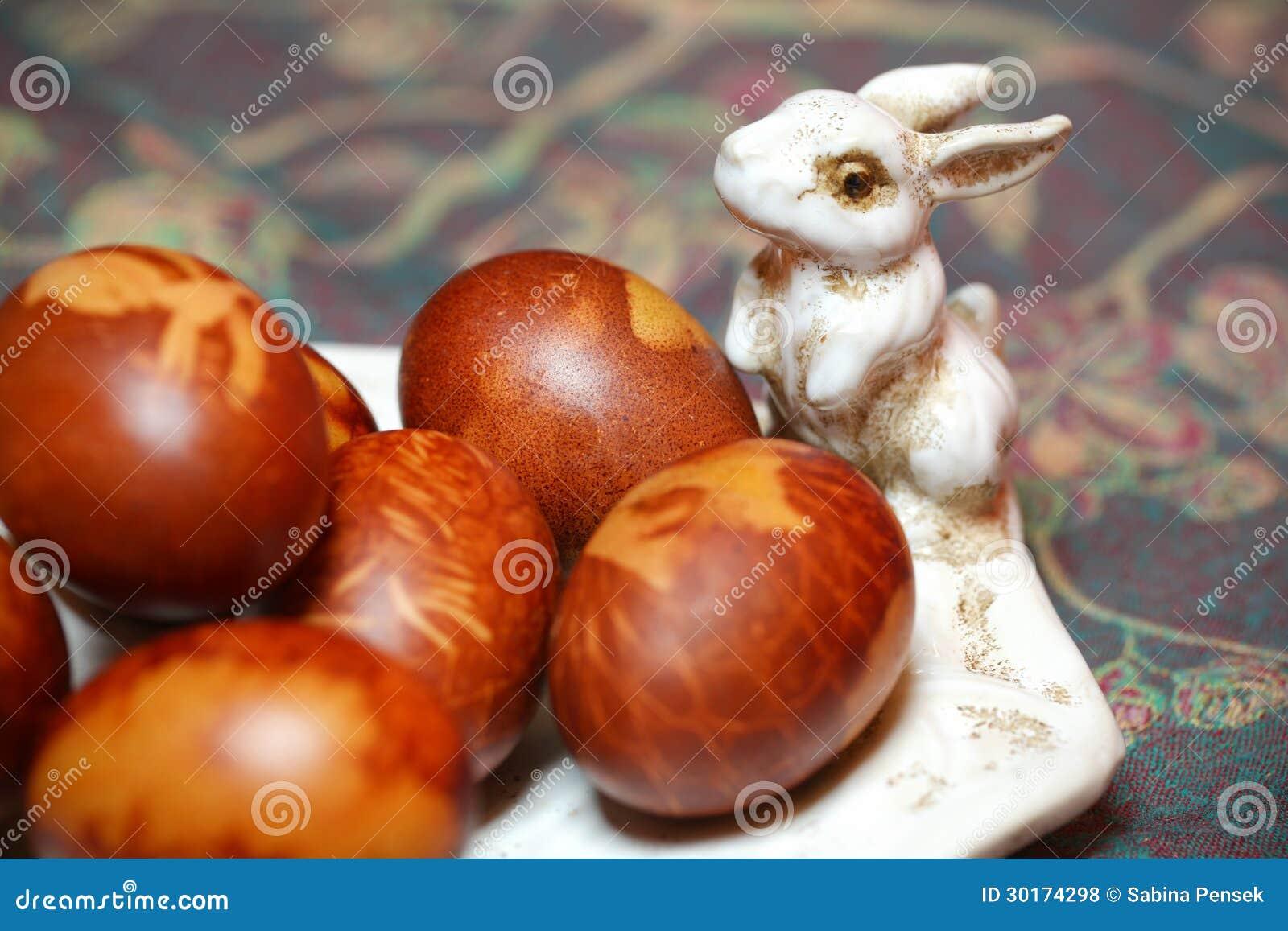 Uova di pasqua colorate naturalmente con il coniglio di - Lettere stampabili del coniglietto di pasqua ...