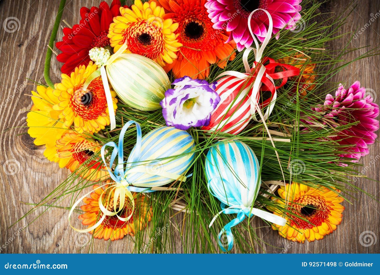 Uova di Pasqua Con i fiori