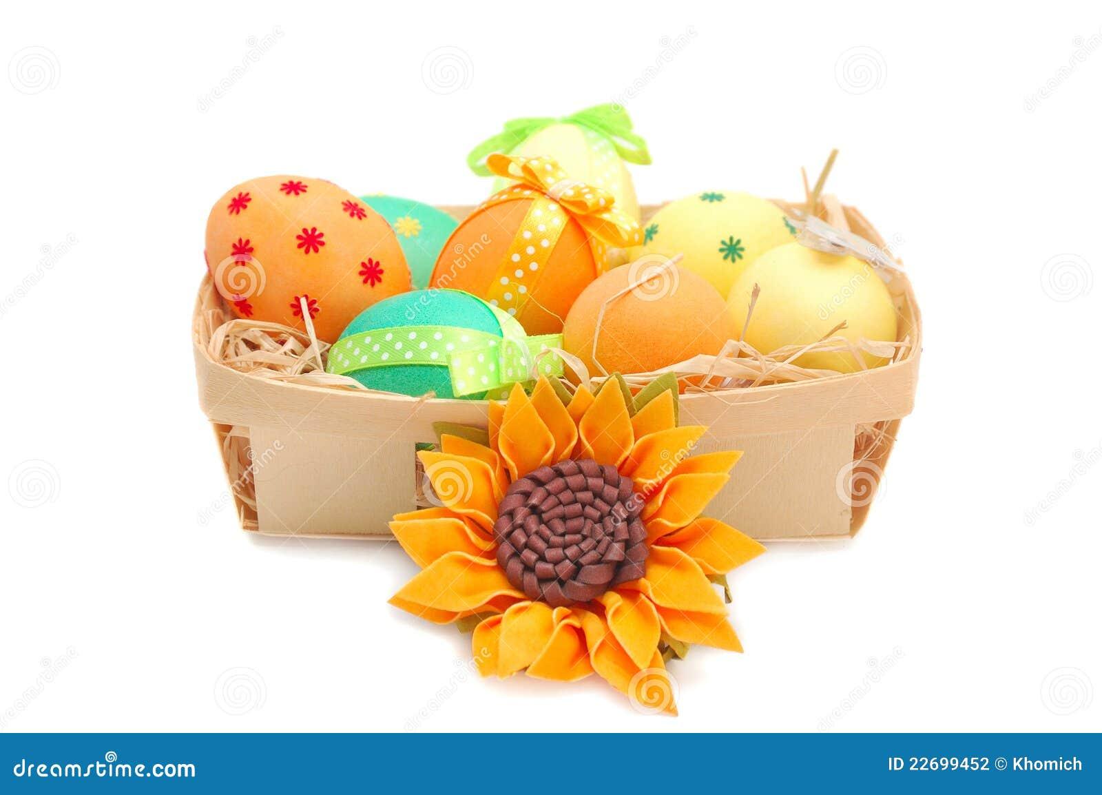 Uova di pasqua decorate nel busket con un girasole fotografia stock immagine di arco felice - Uova di pasqua decorate ...
