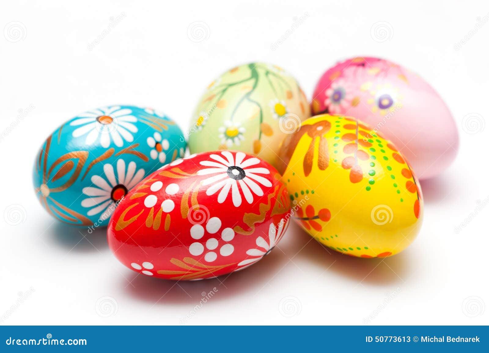 Uova di pasqua dipinte a mano su bianco la primavera - Uova di pasqua decorati a mano ...