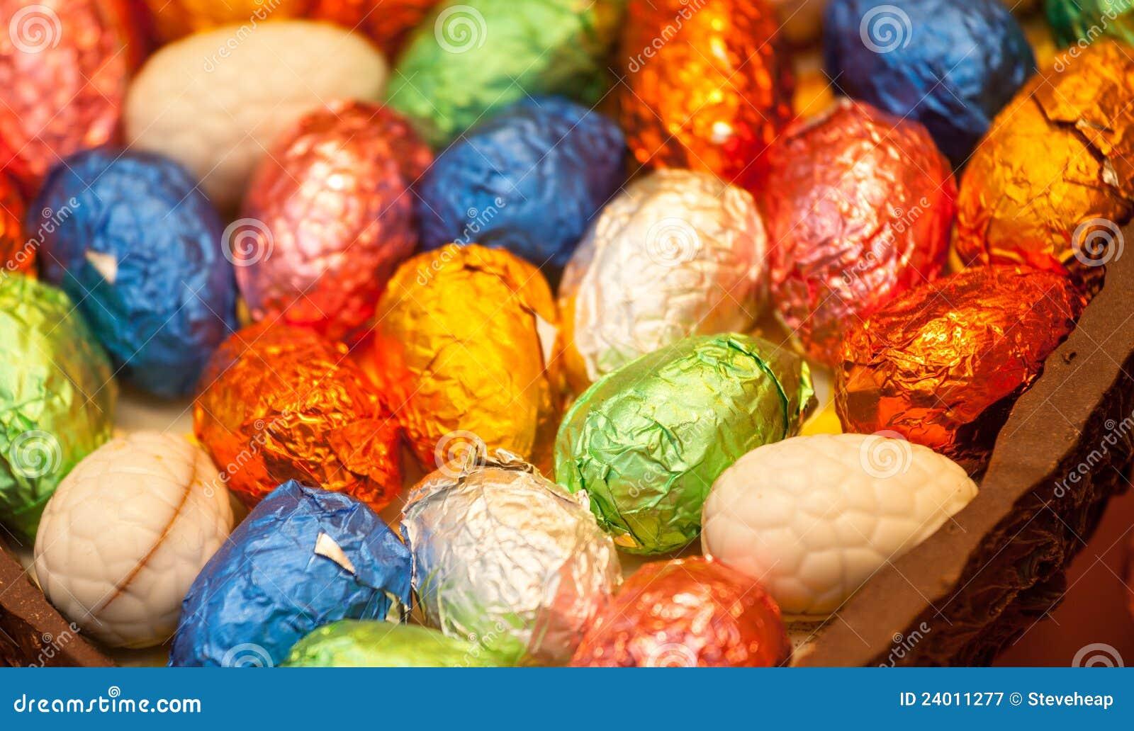 Uova di Pasqua in imballaggio leggero in uovo di cioccolato