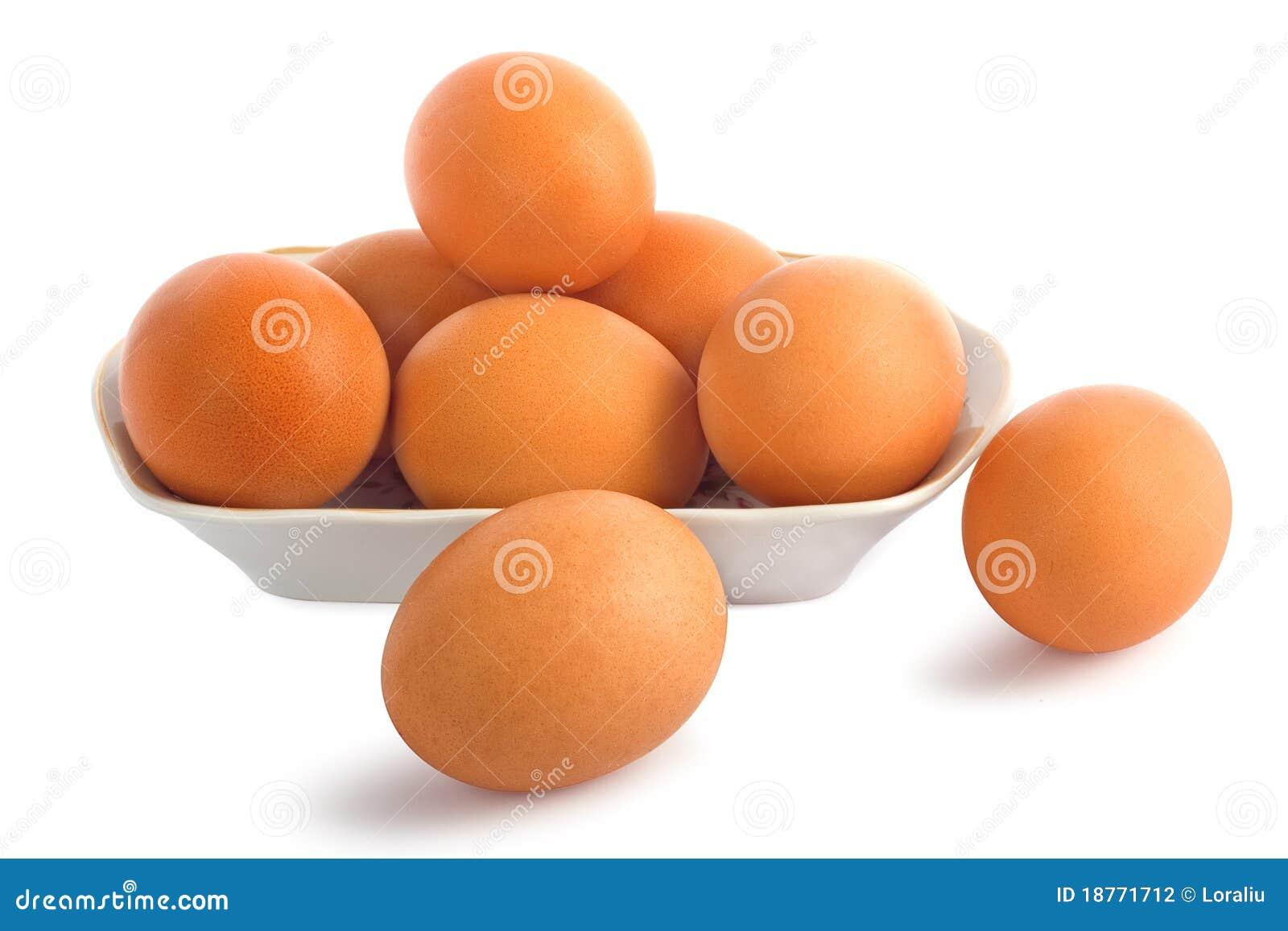 Uova isolate su priorità bassa bianca