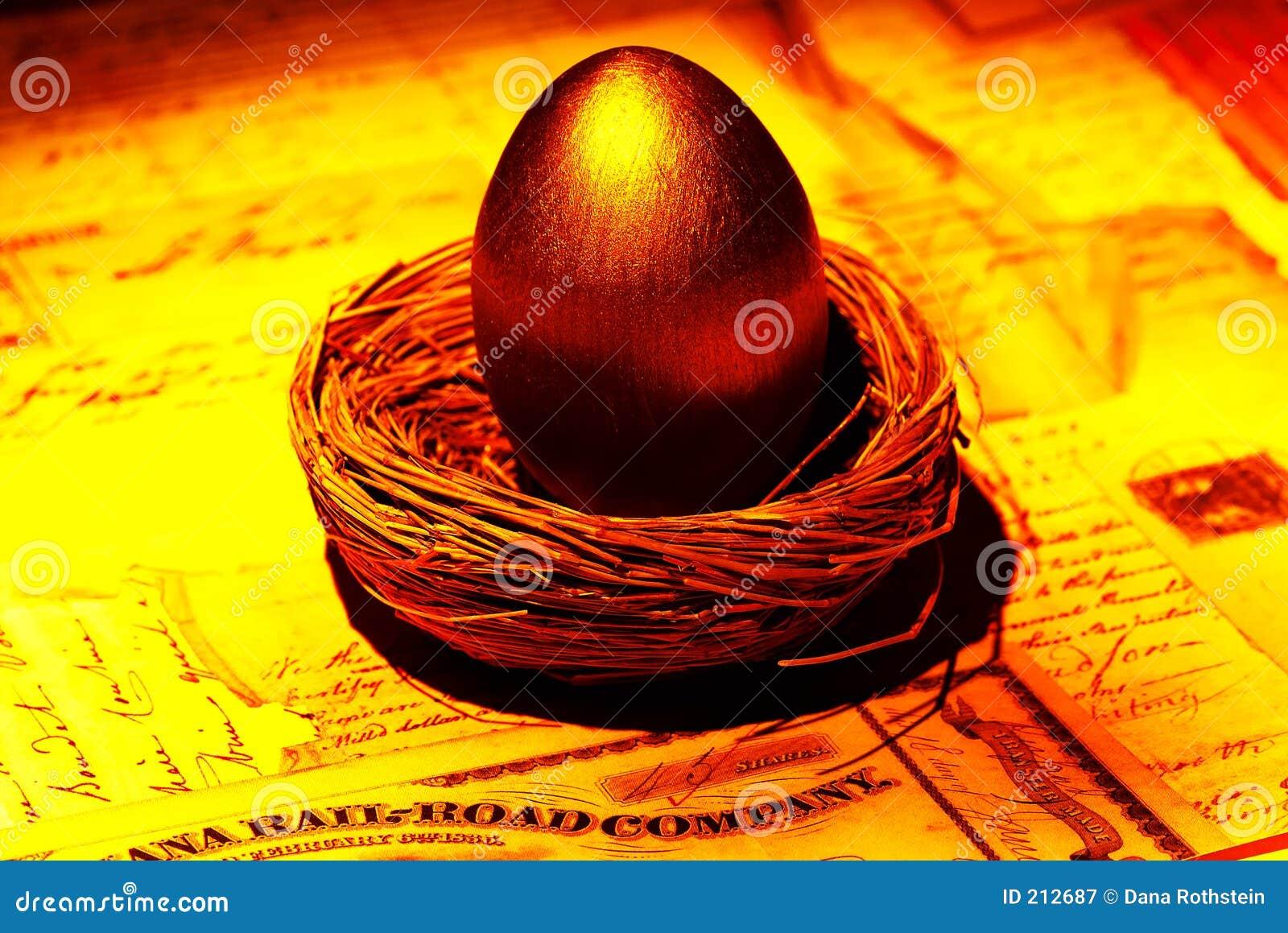Uovo di nido dorato