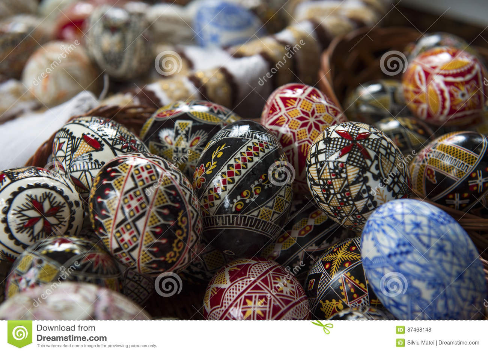Uovo di pasqua dipinto tradizionale da bucovina romania - Modello di uovo stampabile gratuito ...