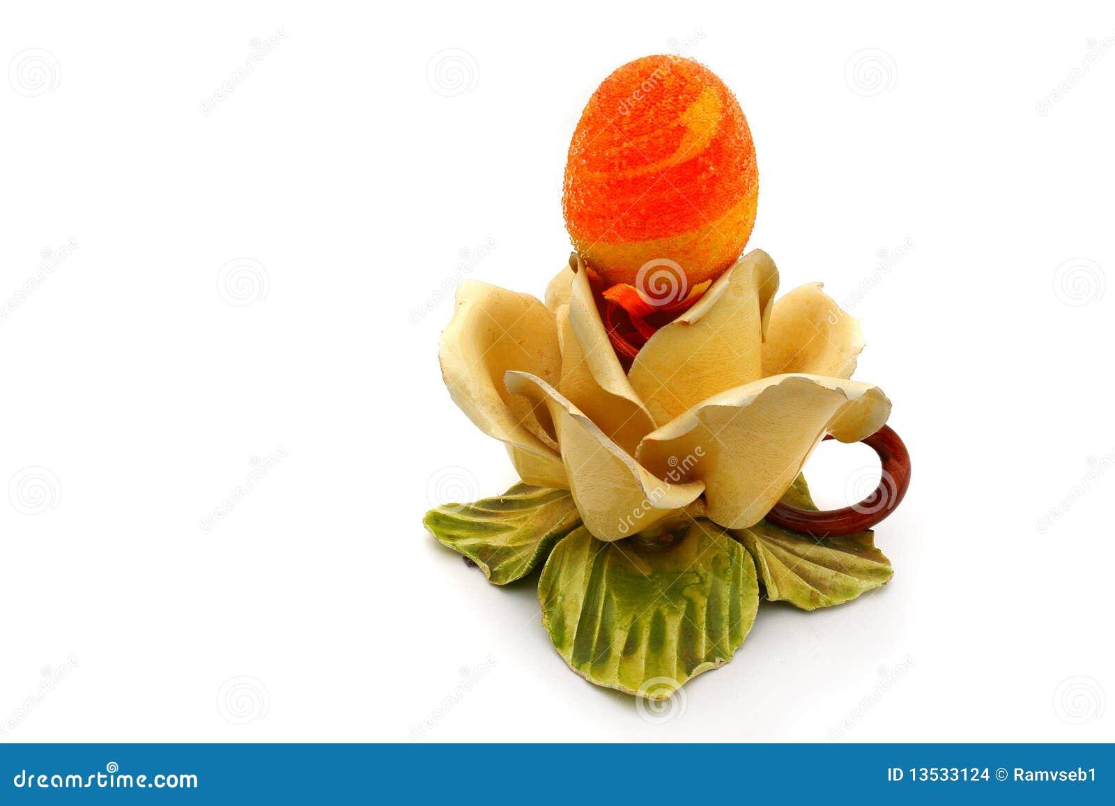 Uova Di Pasqua Ceramica.Uovo Di Pasqua Su Una Base Di Ceramica Fotografia Stock Immagine