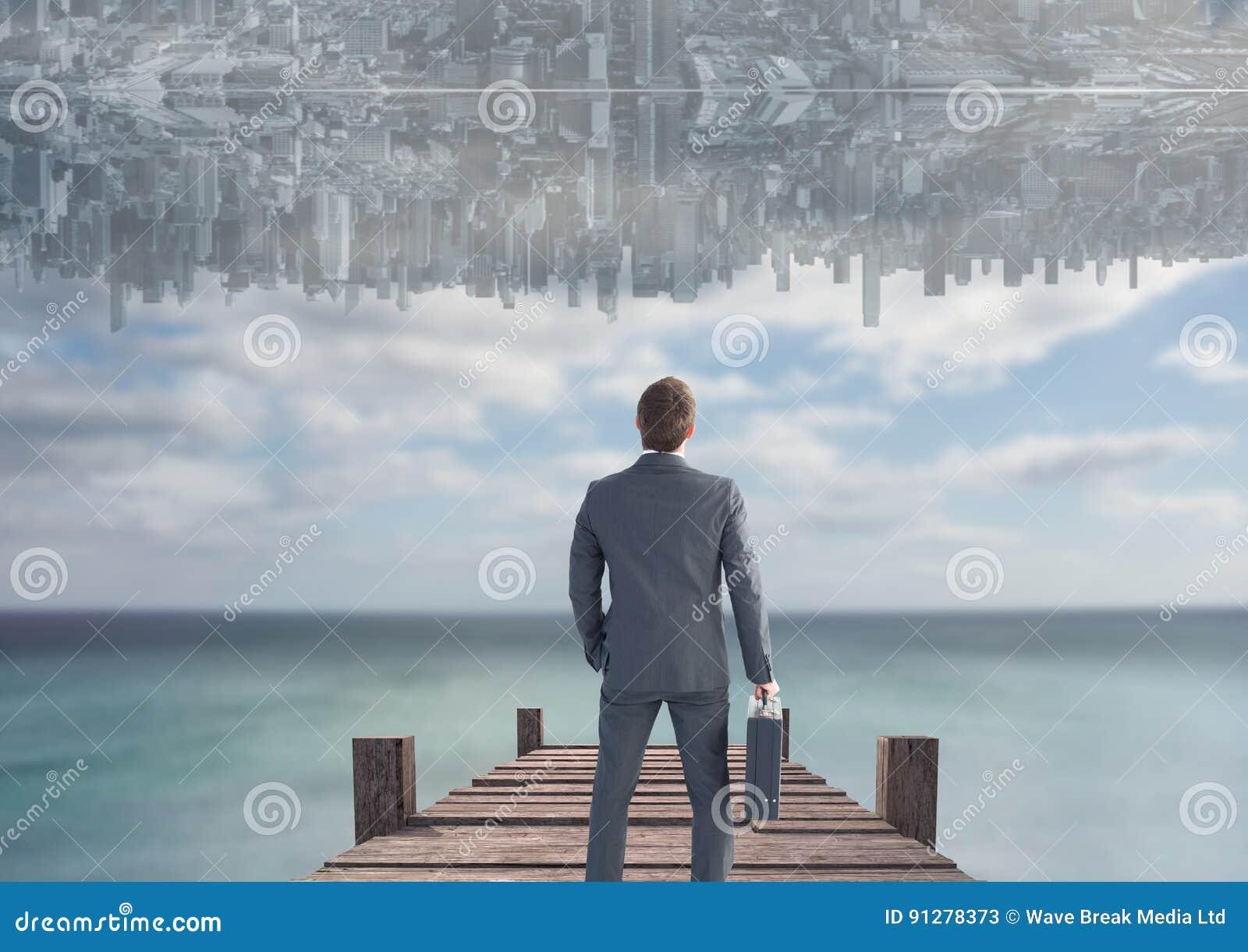 Upp för sida stad ner i himlen över havet med skeppsdockan se upp män