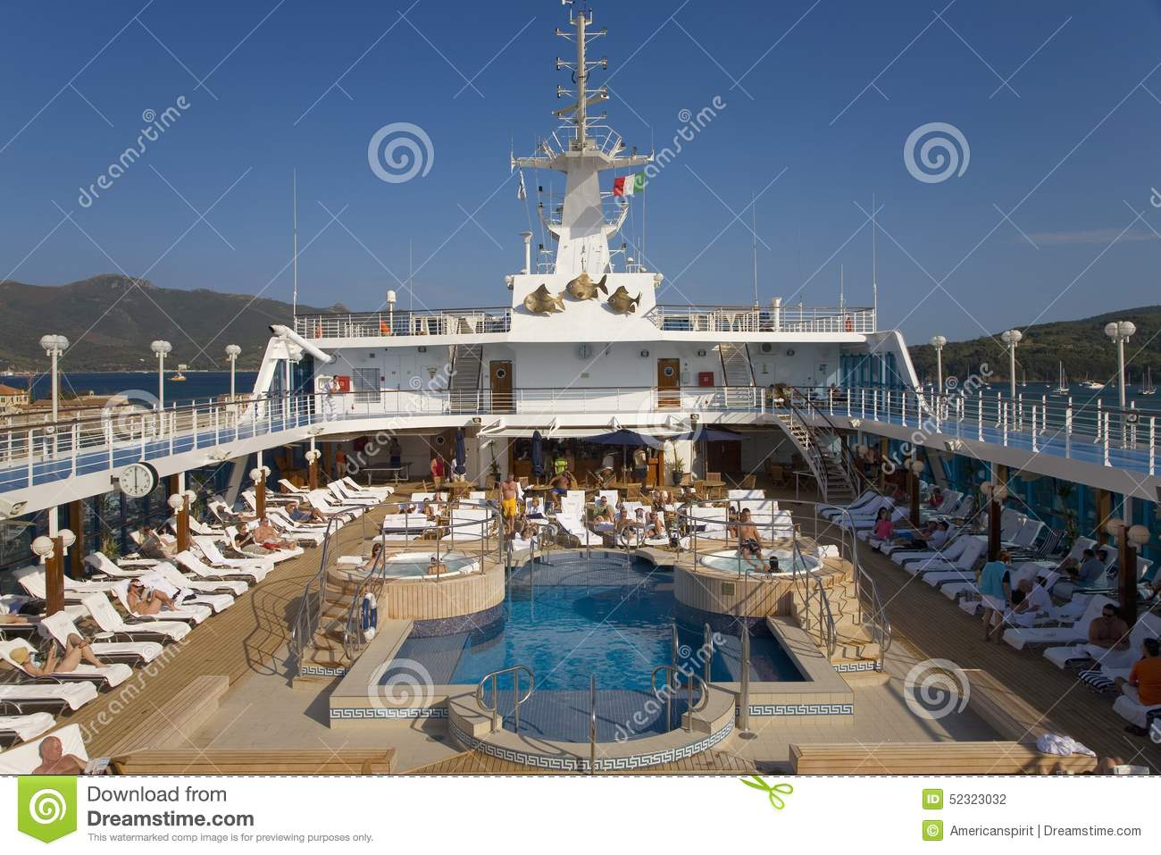 Upper deck swimming pool of insignia oceania cruise ship as it cruise deck baanklon Gallery
