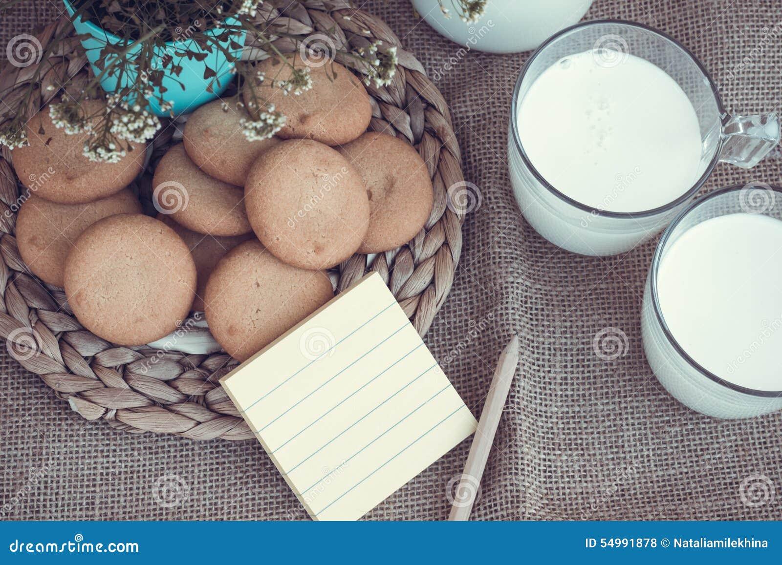 Uppfriskande organiska vita hela mjölkar och kakor