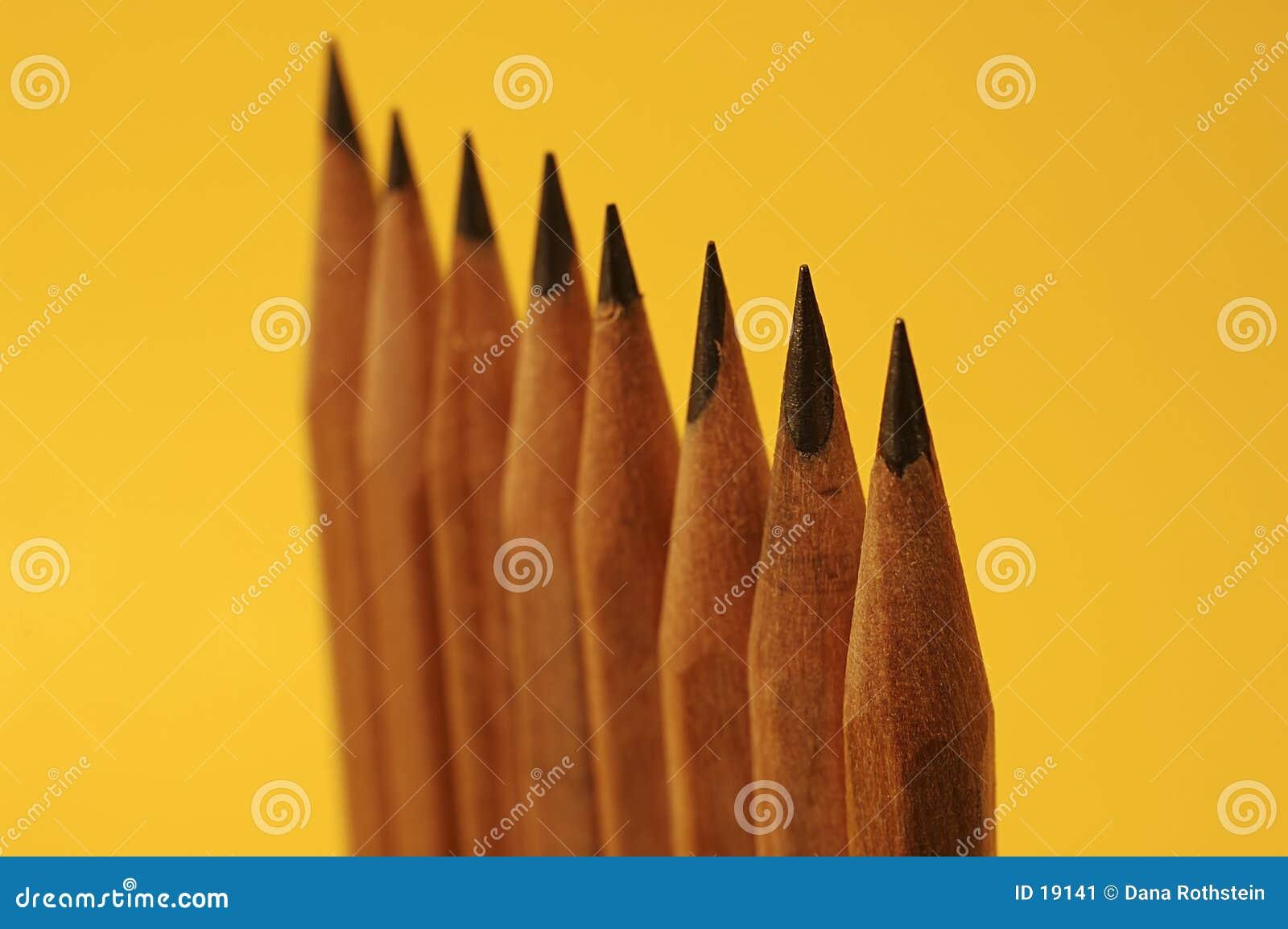 Upprätta blyertspennor