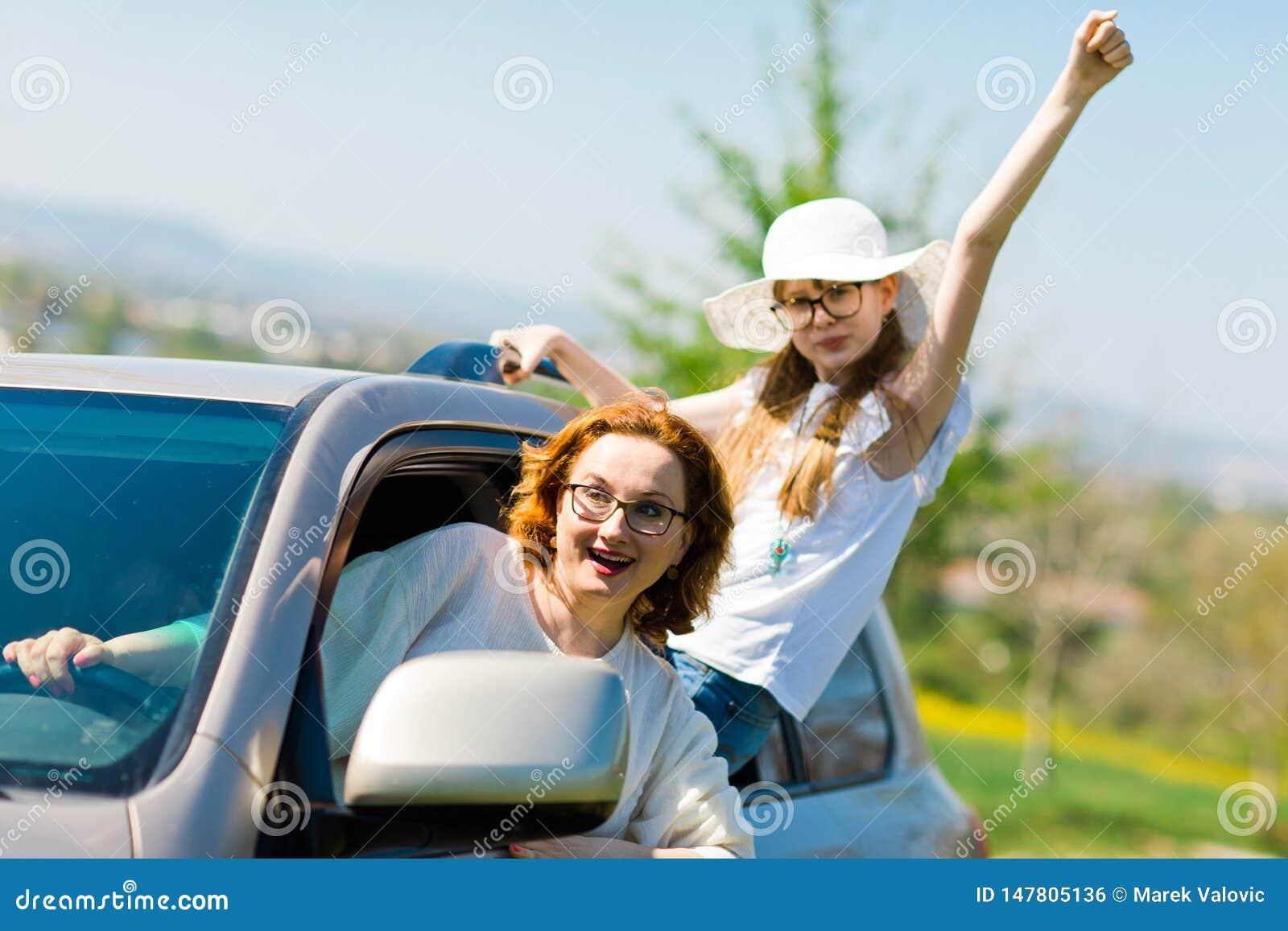 Upprorsmakare bak hjulet - kvinnliga huligan i bilen