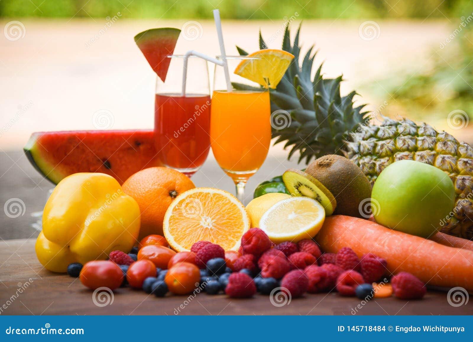 Uppsättning av för sommarfruktsaft för tropiska frukter sunda foods för färgrikt nytt exponeringsglas/många mogen frukt som är bl