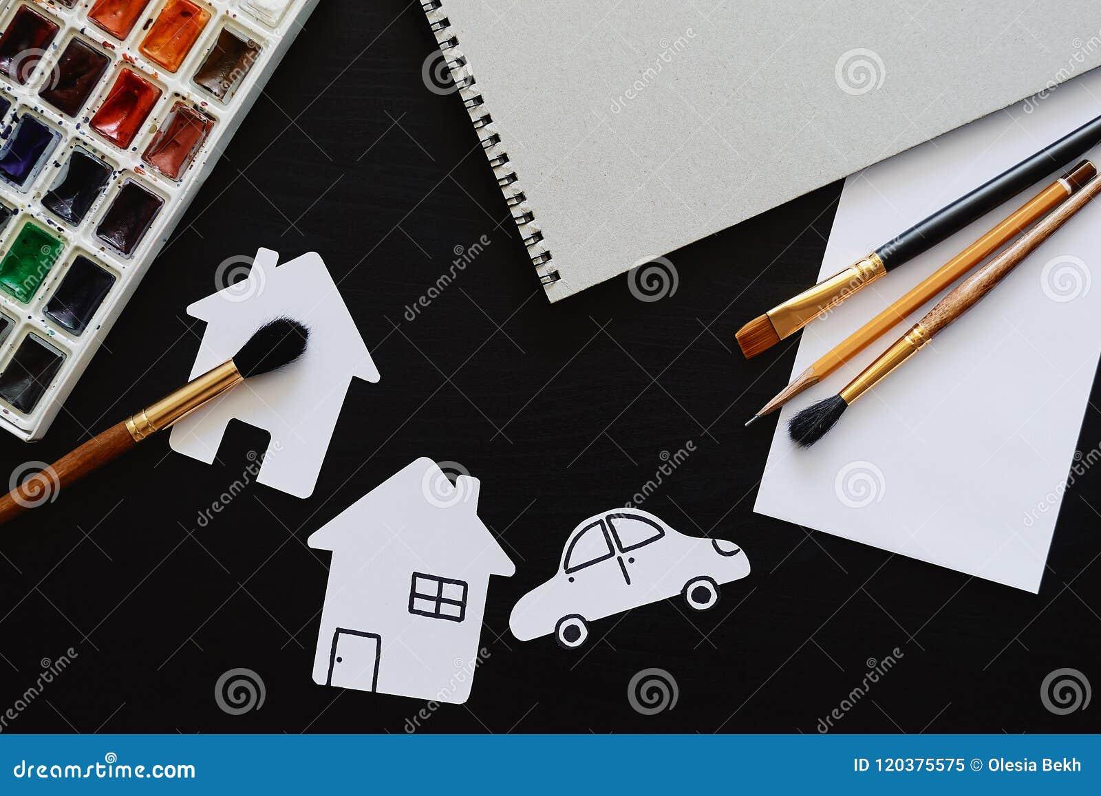 Uppsättning av målaretillbehör Kreativitet eller tillbaka till skolabegreppet Åtlöje upp