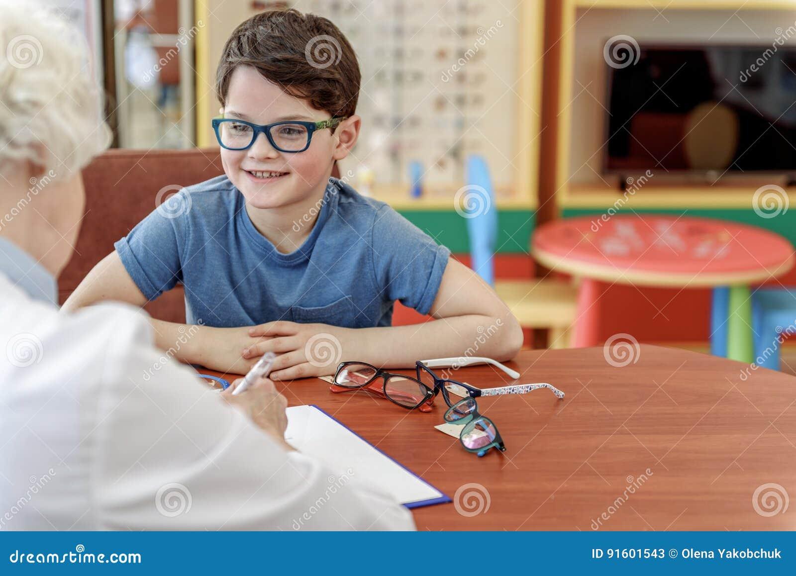 Uppsluppen pys i eyewear