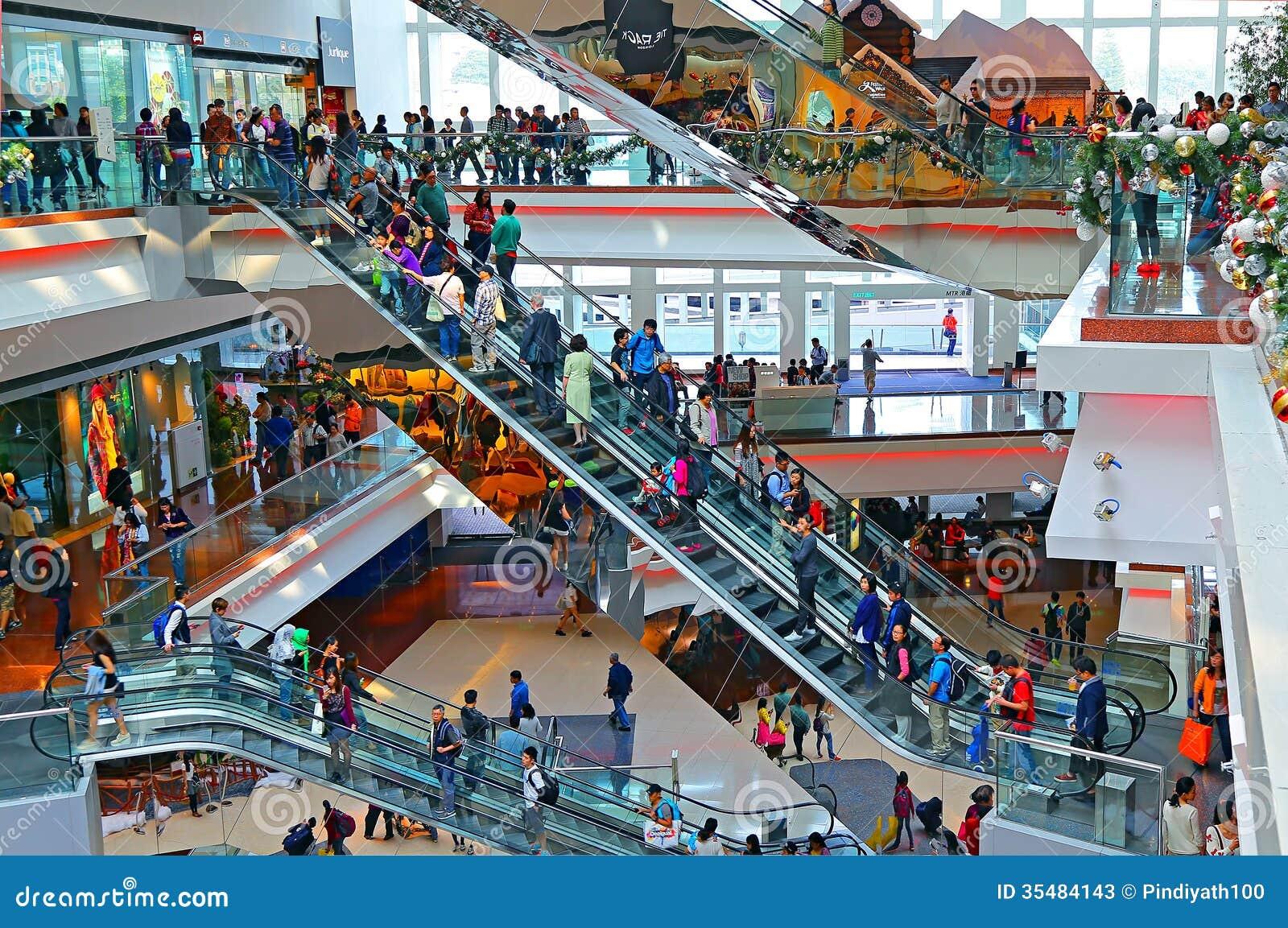 Upptagen shoppinggalleriainre