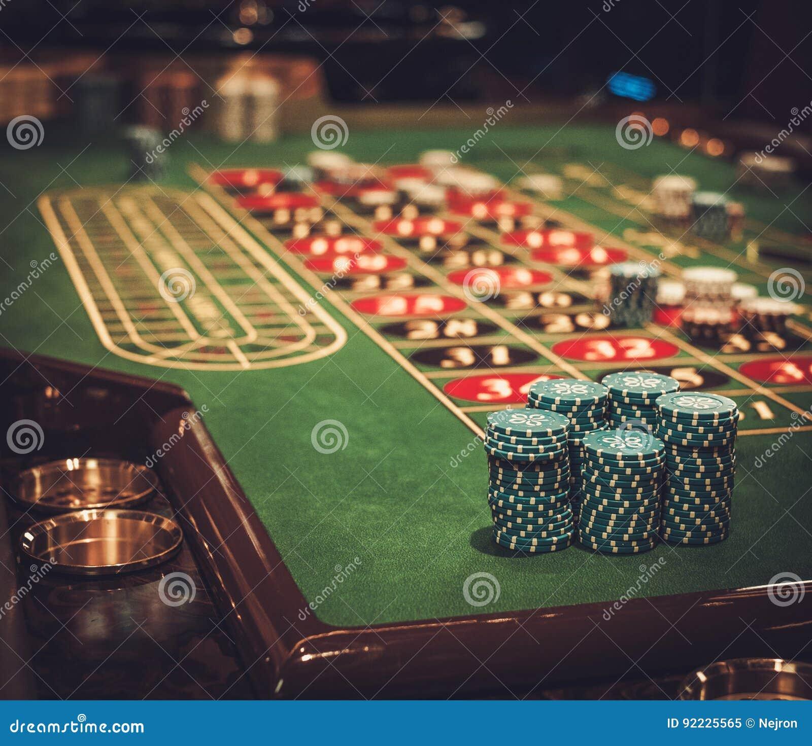 Uprawiać hazard stołowy w luksusowym kasynie