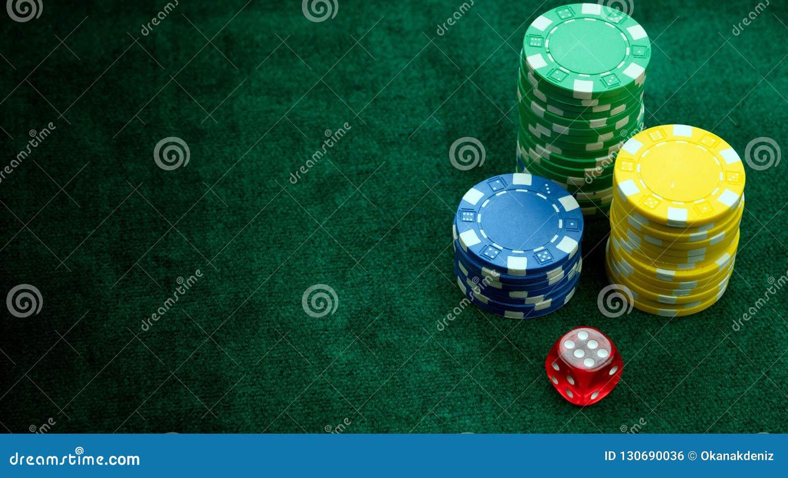 Uprawiający hazard rewolucjonistkę Dices i pieniądze Szczerbi się