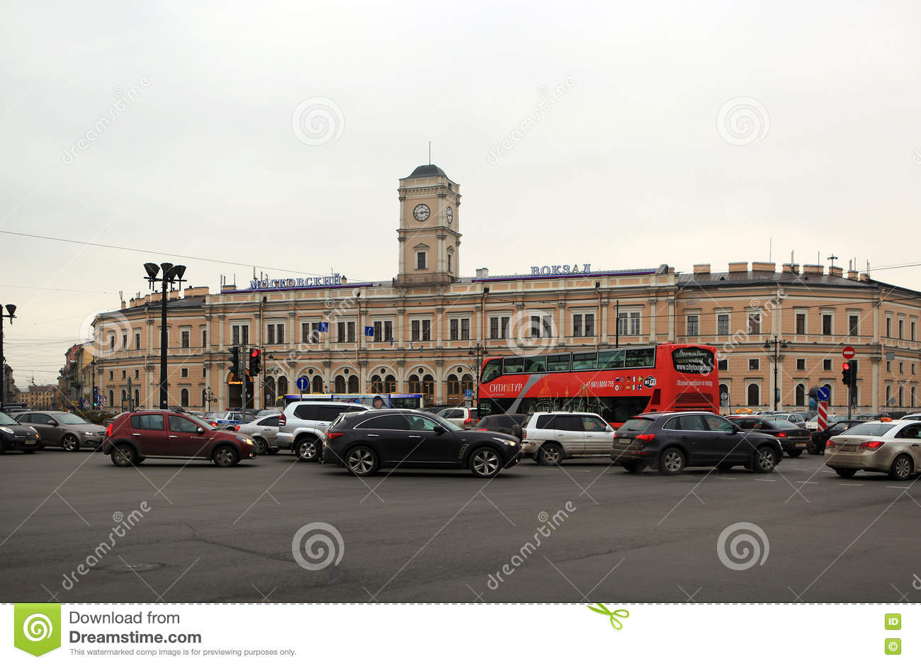 Moscow railway station of St. Petersburg. How to get to Moskovsky railway station