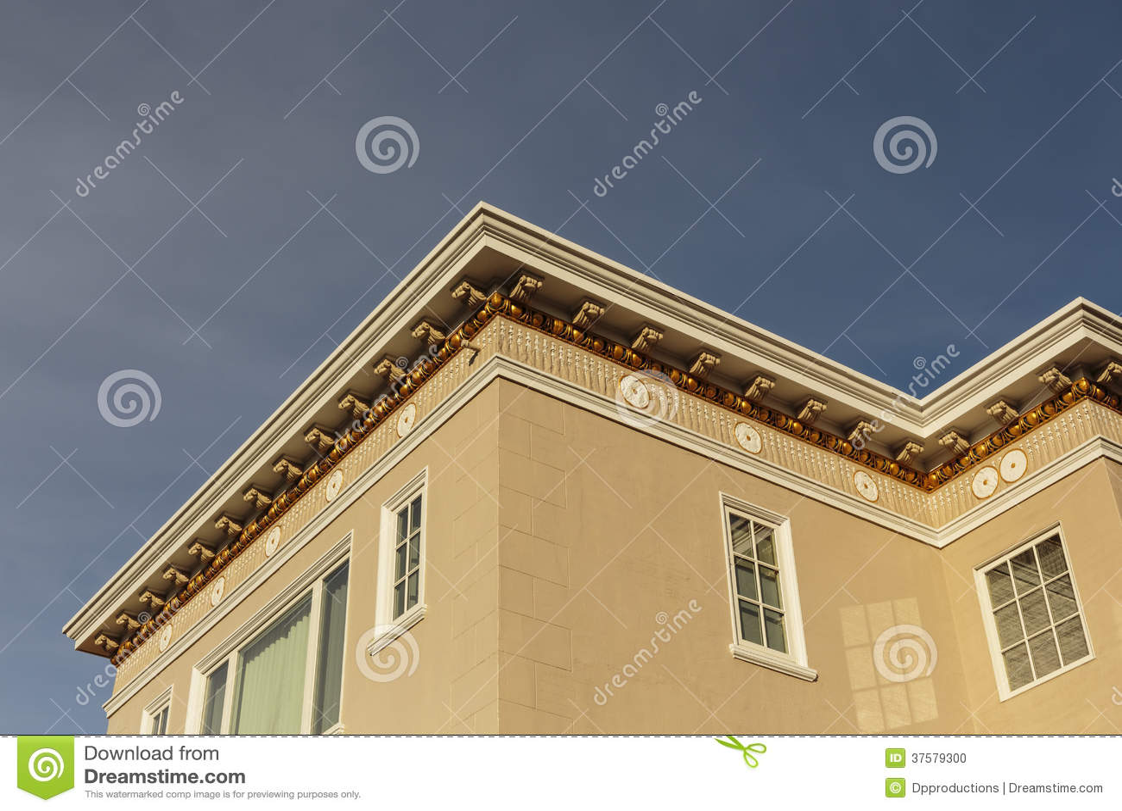 Upscale house roof and cornice detail stock photo image for Una cornice a casa libera