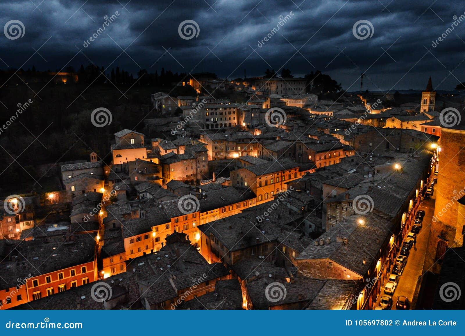 Urbino Italië, nachtmening