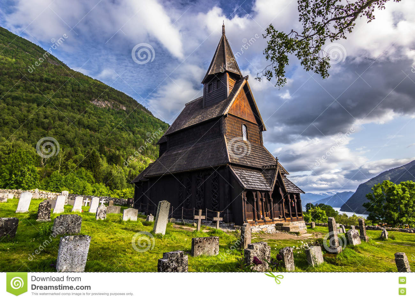 Urnes ударяет церковь, Норвегию